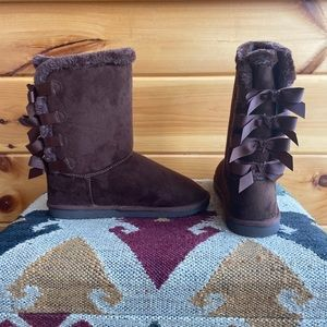 NWT Faux Fur Lined UGG-Like Sherling Boots